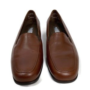 Munro American  Leather Loafer Size 8 1/2 W